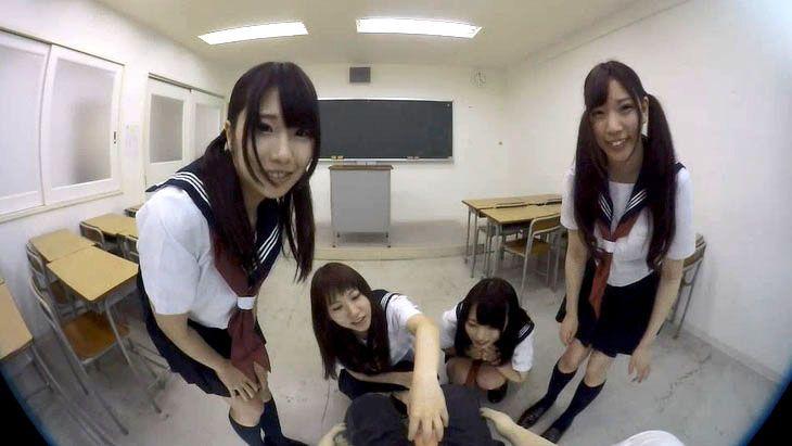 免費線上成人影片,免費線上A片,[VR] 日本VR成人 4位學生妹在課室幫你打飛機