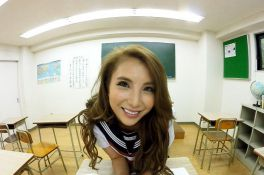 免費線上成人影片,免費線上A片,日本VR成人 妖豔賤貨女同學在課室幫我口交