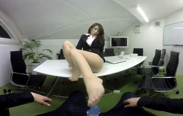 免費線上成人影片,免費線上A片,日本VR成人 OL篠田步美幫你口交、足交、打飛機