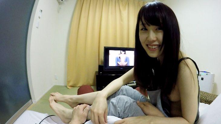 免費線上成人影片,免費線上A片,[VR]日本VR影片 女友坐你大腿上陪你看AV 邊看邊摸她